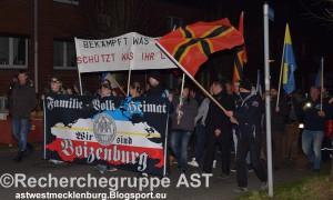 MVgida-Aufmarsch-Boizenburg-14_03_16-Fronttranspi-Vermummung