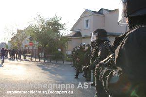 080516_Demmin_Trauermarsch_Polizeisperre
