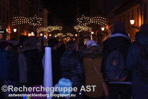 wismar_weihnachtsmarkt_20122016_gedenken_terroranschlag_berlin_gegendemo